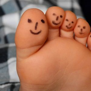 refleksna masaža stopala posle napornof dana opušta noge