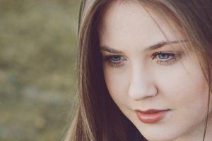 masna koža lica zbog prekomernog lučenja lojnih žlezda